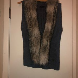 Gray short sleeve faux fur vest